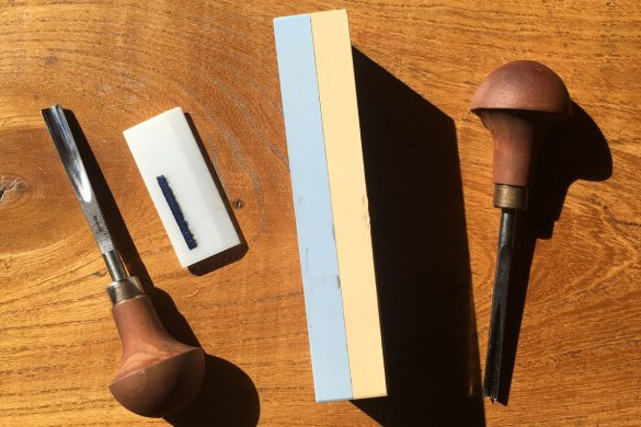 Sharpening lino cutting tools using a whetstone