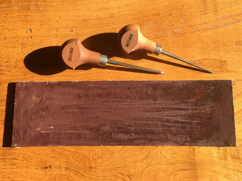 Sharpening lino cutting tools with a strop - The strop with rouge applied