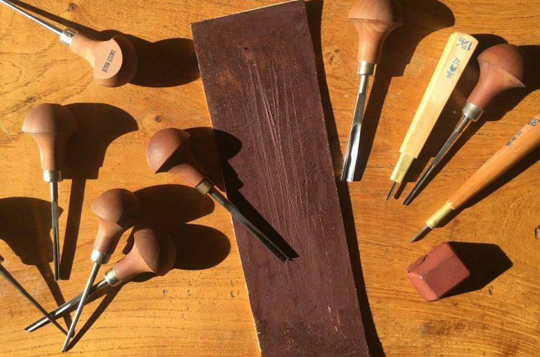 Sharpening lino cutting tools with a strop 01